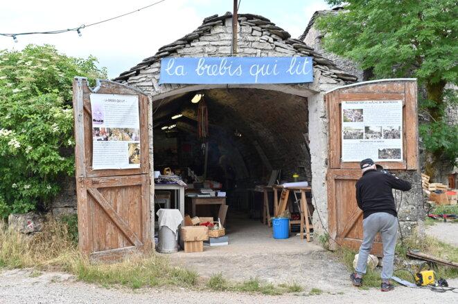La librairie de Montredon, ouverte l'été à l'occasion du marché des producteurs. © RG / Mediapart