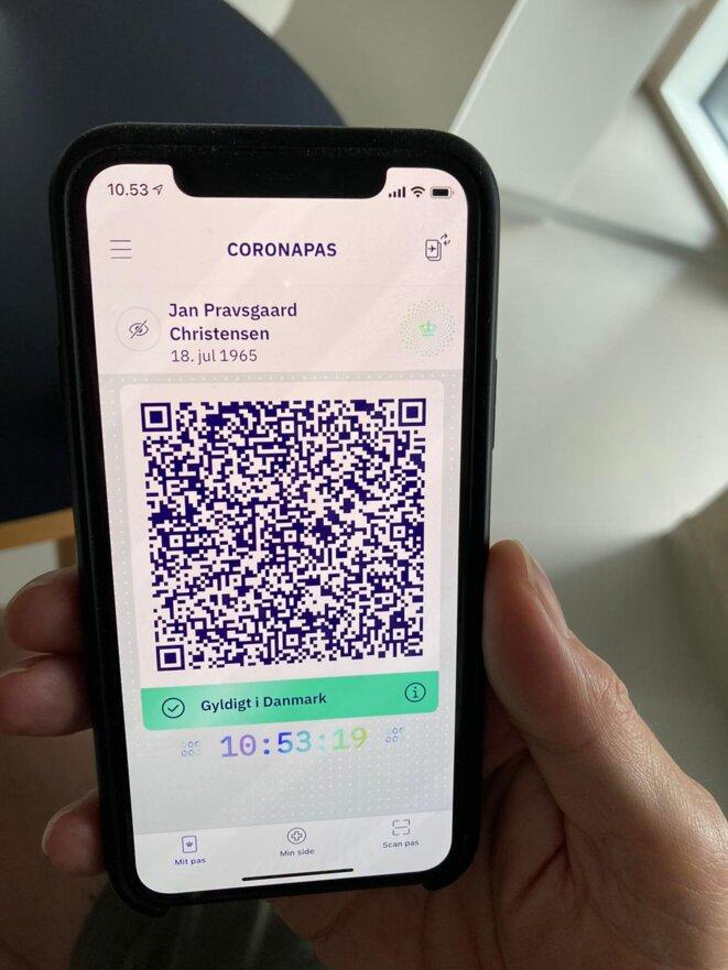 Une fonction de l'application Coronapas affiche l'heure en direct pour éviter les fraudes. © RLS