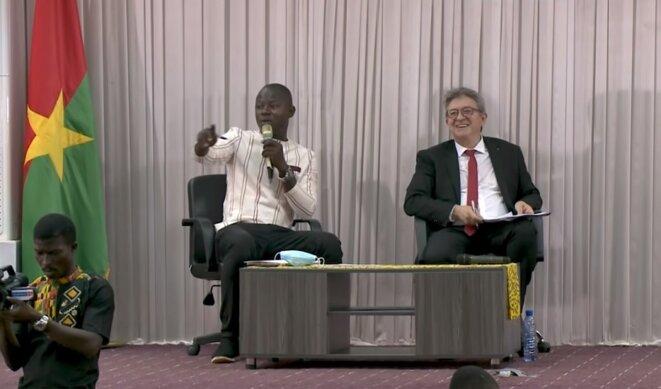 Jean-Luc Mélenchon à l'écoute des questions des étudiants de l'université Joseph Ki-Zerbo de Ouagadougou, après son exposé, le mercredi 21 juillet 2021