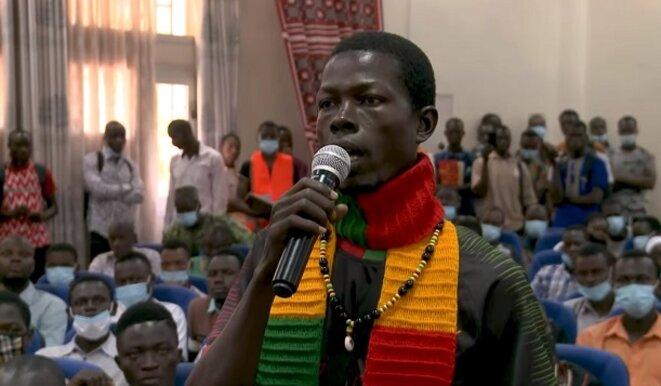 Un étudiant interpelle Jean-Luc Mélenchon : « tous les pays colonisés réclament le départ de l'armée française d'Afrique qui persiste à y rester »