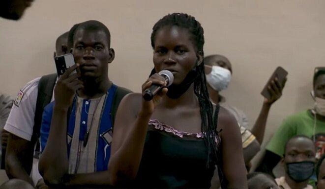 Madeleine, étudiante, interroge Jean-Luc Mélenchon sur les accords de défense entre la France et certains pays d'Afrique