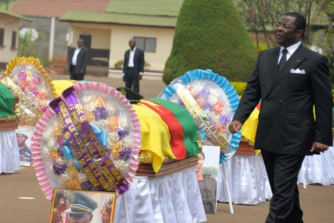 Yaoundé le 6 mars 2015, l'ancien ministre camerounais de la Défense, Edgar Alain Mebe Ngo'o, lors d'une cérémonie en hommage à 38 soldats morts dans des combats contre Boko Haram. © Photo par Reinnier Kaze / AFP
