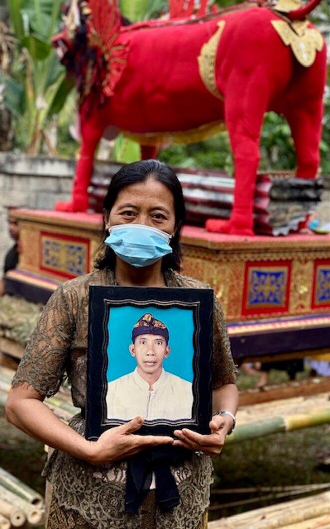 Wayan Sekarti, lors du grand ngaben de Sekar Gunung, 31.07.21 © Claude Hudelot