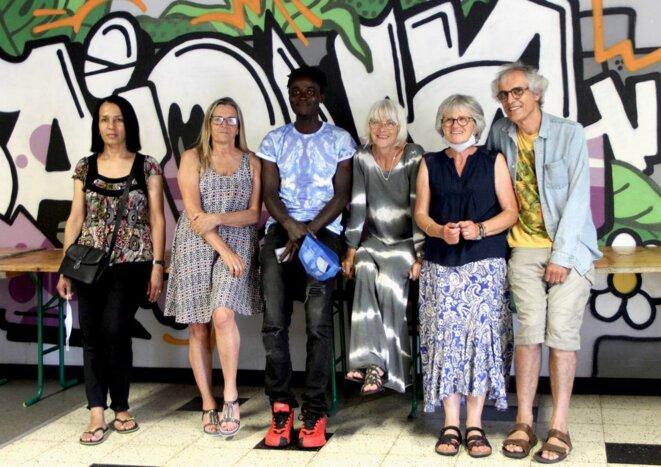 Des bénévoles de l'association Diakité. © Photo Emmanuel Riondé pour Mediapart