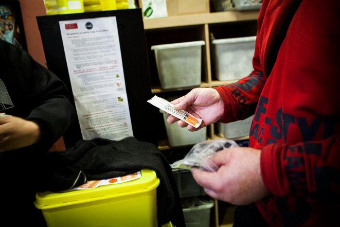 Dans le centre de réduction des risques pour toxicomanes, Pause Diabolo, Lyon, en 2015. © Photo Amélie Benoist / BSIP via AFP