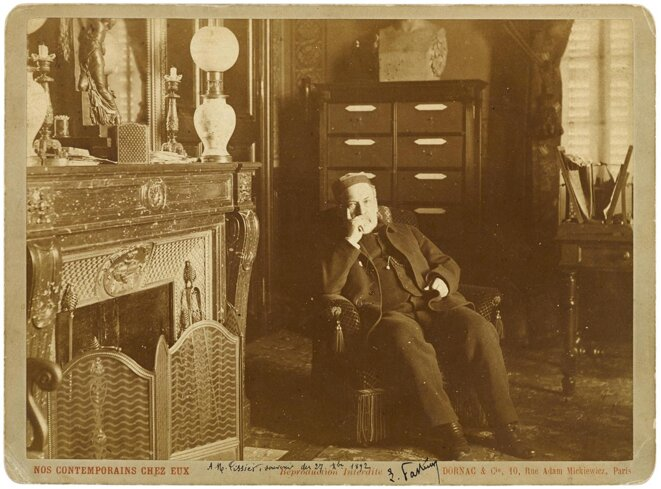 Louis Pasteur in his office, in about 1890. © Photo Dornac et Cie / Wikimedia commons