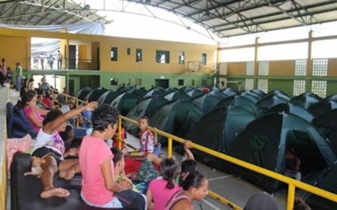 Évacuation d'habitants de Puerto Valdivia, en mai 2018.