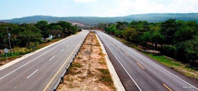 Route à 4 voies entre Calzada et Barranquilla.