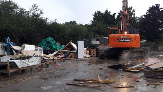 Destruction du bidonville du Moulon à Orsay, le 10 août 2021. © Blandine Forsans