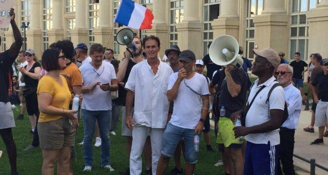 Le meneur Christophe Derouch (tout en blanc), en compagnie de Richard Roudier, fondateur de la Ligue du Midi (à droite).