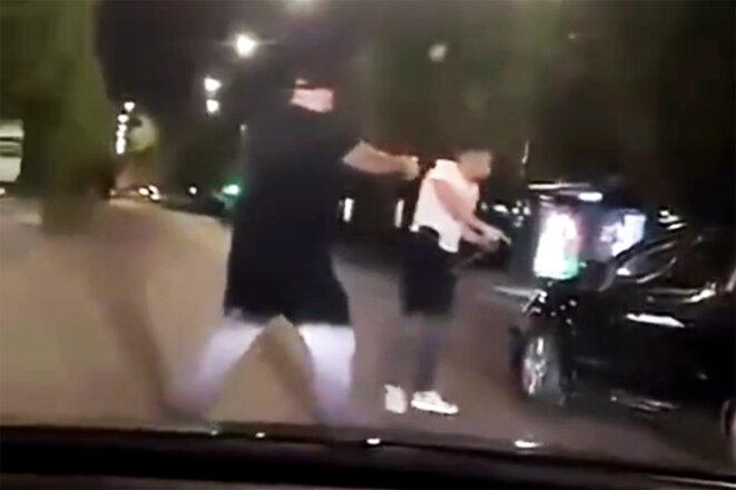 Capture d'écran de la vidéo du contrôle opéré dans la nuit de dimanche à lundi à Stains diffusée par le compte du média«L'écho des banlieues»