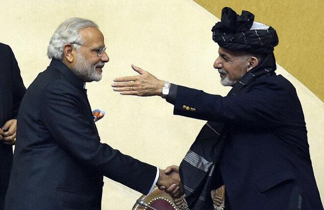 Kaboul, 25 décembre 2015. Narendra Modi et le président afghan, Ashraf Ghani. Lors de cette visite le premier ministre indien a offert trois hélicoptères d'attaque de fabrication russe au gouvernement afghan. © Photo Wakil Kohsar / AFP