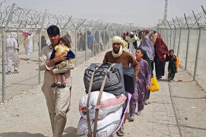 Families at the Pakistan border fleeing the Taliban advance, August 16th 2021. © Photo AFP