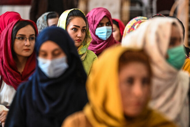 Kaboul, le 2 août 2021. Des afghanes lors d'un rassemblement contre les violations des droits des femmes par les talibans. © Photo Sajjad Hussain / AFP