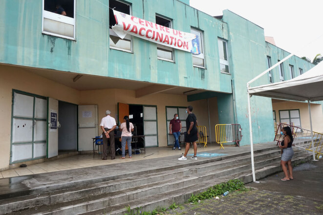 Jeudi 19 août, le centre de vaccination du Lamentin, en Martinique, connaît une baisse de fréquentation. © YS / Mediapart