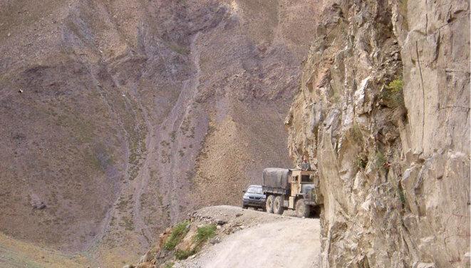 Un camion sur les routes de la province du Panjshir © US Air Force/Tech. Sgt. Charles Campbell