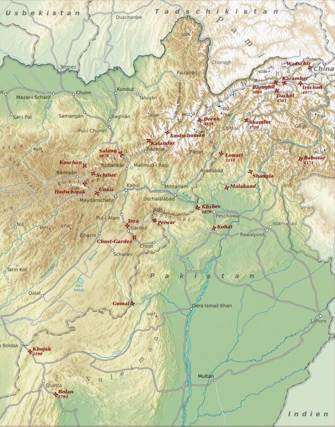 Les principaux défilés sur la frontière pakistano-afghane. La passe de Khyber, entre Peshawar et Kaboul a constitué le principal point de passage des forces de la coalition © Quora