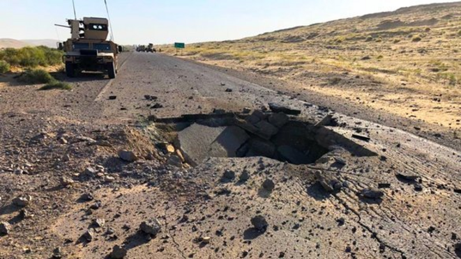 Une route détruite suite à bombe talibane sur la route Torghundi-Herat dans le district Keshk Rabat Sangi, dans la province de Herat, 23 septembre 2020. © Herat Directorate of Public Works
