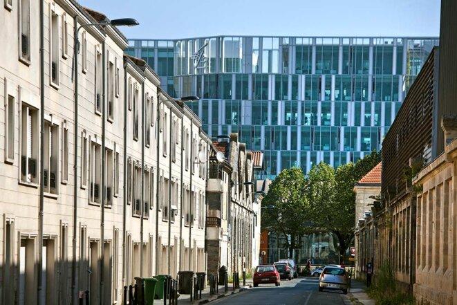 Des immeubles de logements et des immeubles de bureaux dans le centre d'affaires de Bordeaux qui fait partie du projet Euratlantique. © Photo Philippe Roy / Aurimages via AFP