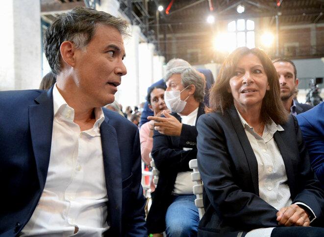 """Le premier secrétaire du Parti socialiste français, Olivier Faure, et la maire de Paris, Anne Hidalgo, lors de l'université d'été """"Campus 2021"""" du parti à Blois, le 28 août 2021. © Photo Jean-François Monier / AFP"""