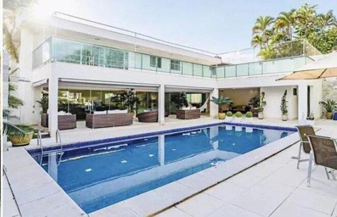 A Brasilia, la nouvelle adresse, 395 m2 habitables sur un terrain de 1.200 m2, d'Ana Cristina Siqueira Valle, seconde ex-épouse de Jair Bolsonaro, et mère de leur fils Jair Renan. © DR