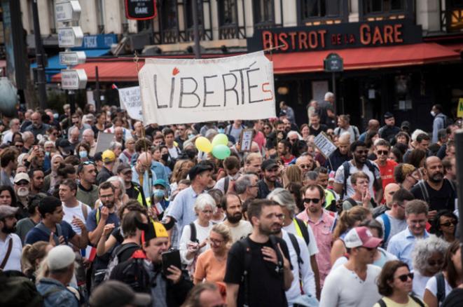 Contre le passe sanitaire à Paris, le 28 août 2021. © Magali Cohen / Hans Lucas via AFP
