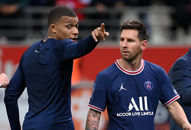 Kylian Mbappé and Lionel Messi at PSG's Ligue 1 match against Reims, August 29th. © Franck Fife / AFP