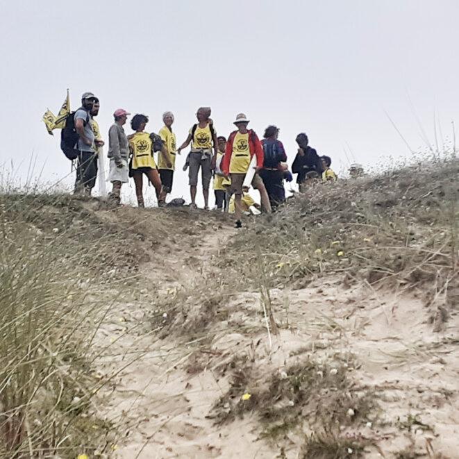 Les marcheurs sur les dunes de Biville