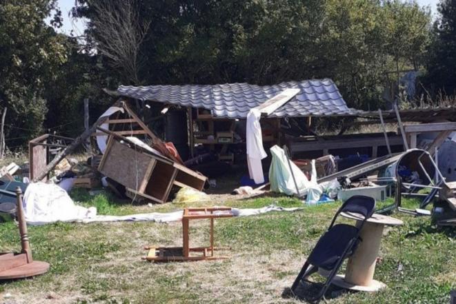 Collectif Stop Carnet - Le lieu de vie des anciens zadistes du Carnet a été dégradé. © Reporterre