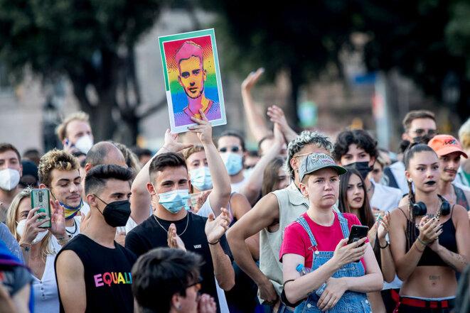Barcelone, le 22 juillet 2021. Des milliers de personnes manifestent contre l'augmentation des agressions contre les membres de la communauté LGBT et à la suite du meurtre de Samuel Luiz, en Galice, le 3 juillet 2021. © Photo Albert Llop / NurPhoto via AFP