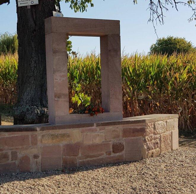 A l'entrée de la commune de Kolbsheim, une stèle inaugurée en 2019, en mémoire de la résistance contre le GCO