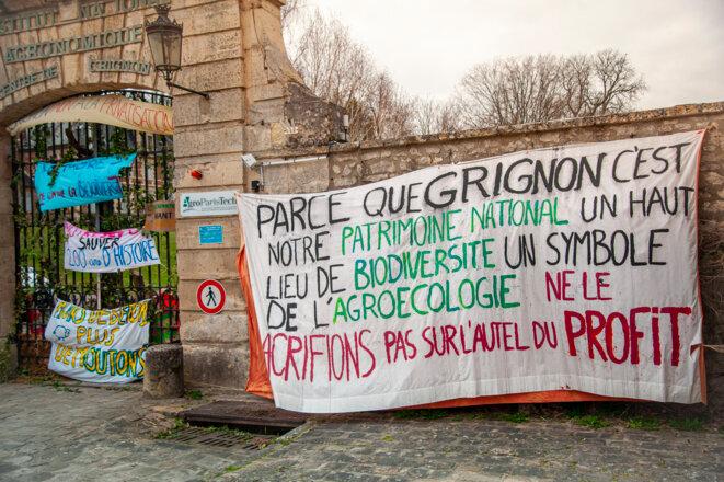 Blocage du campus de Grignon par une mobilisation étudiante opposée à sa privatisation, le 22 mars 2021. © Andrea Oliveira / Hans Lucas via AFP