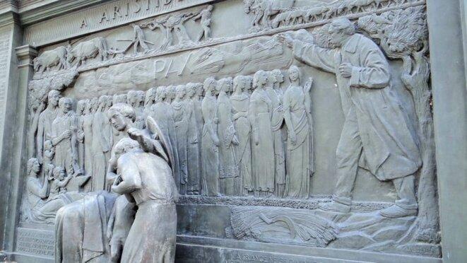 Monument à la paix, quai d'Orsay, réalisé par Paul Landowsky, dédié à Aristide Briand