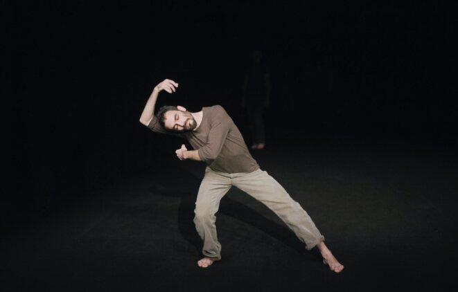 Loup Abramovici dans la Chance, chorégraphie de Loïc Touzé © Martin Argyroglo