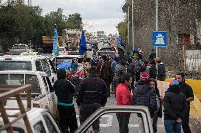 Arrivée de la caravanne de la communauté en résistance de Malleco à Piküm Mapu (Santiago). © inconnu
