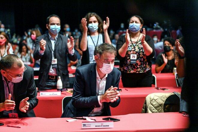 Olivier Faure applaudi au 79e congrès du parti socialiste à Villeurbanne, le 18 septembre. © Olivier Chassignole / AFP
