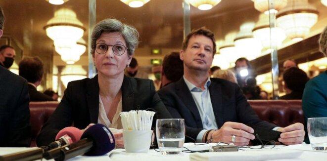 Sandrine Rousseau et Yannick Jadot lors d'une conférence de presse, le 12 juillet, à Paris. | Geoffroy Van Der Hasselt / AFP