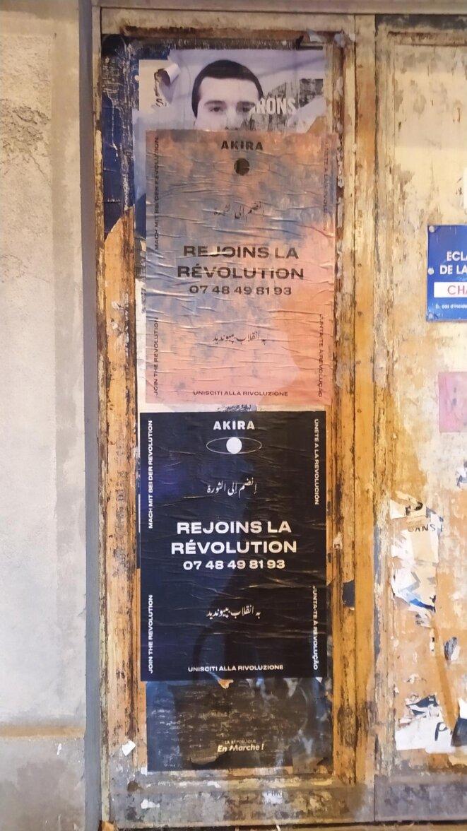 Les affiches Akira se multiplient dans la rue depuis quelques jours