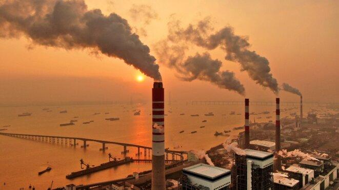 Cheminées d'une centrale électrique au charbon dans la province chinoise du Jiangsu, le 12 décembre 2018. © Xu Congjun / Imaginechina / Imaginechina via AFP
