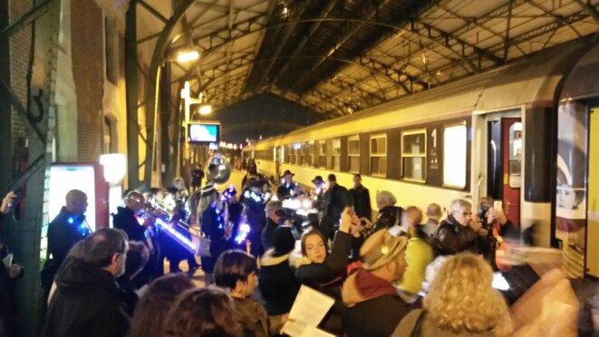 La mobilisation des usagers, cheminots et élus a permis la renaissance du train de nuit Paris-Portbou dès 2017. Il emploie 45 personnes par circulation.