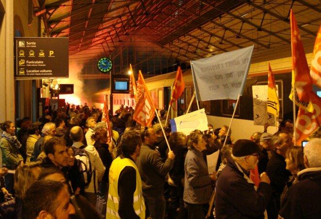 Manifestation pour le retour des trains de nuit à Pau en 2017 : usagers, élus et cheminots défendent l'emploi et le désenclavement des territoires