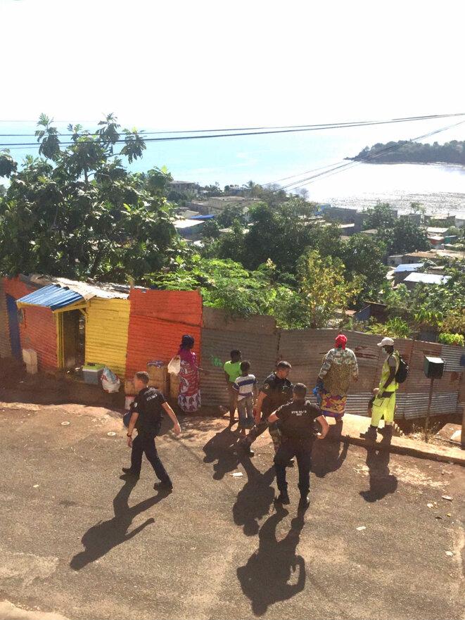 Quartier Karabole, Koungou, mardi 21 septembre. Contrôle policier. © collection daniel gros