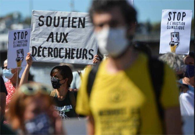 Manifestation en soutien à des « décrocheurs » de portrait d'Emmanuel Macron, jugés à Nantes en septembre 2019. © FRANCK DUBRAY/OUEST-FRANCE