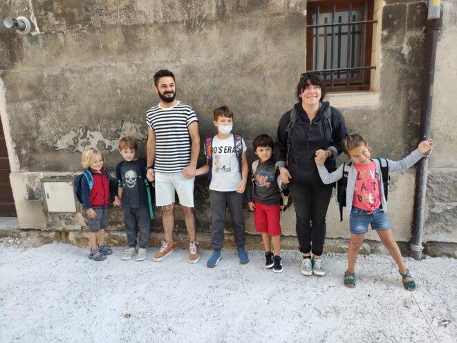 Journée de rentrée particulière cette année 2021, la famille Popaj ayant trouvé refuge chez des parents d'élèves