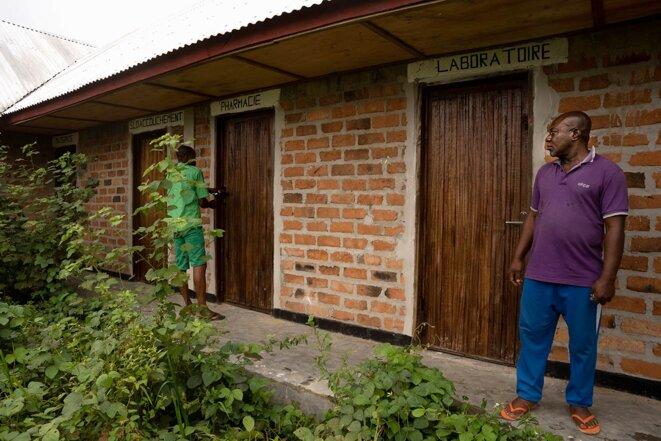 Un centre de santé construit par la société Feronia, mais livré sans équipements, dans la région de Lokutu (RDC), le16 juillet 2021. © Photo Anthony Fouchard / Disclose