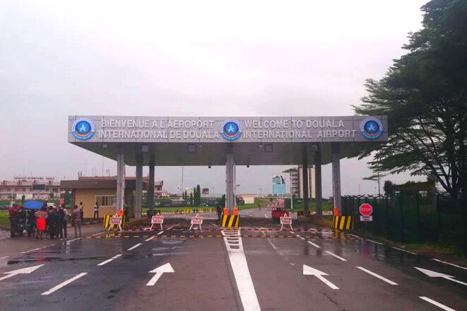 L'entrée de l'aéroport de Douala au Cameroun. © Photo DR.