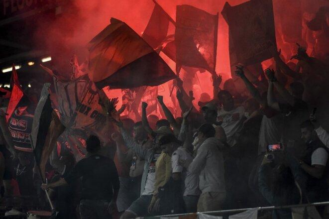 Des ultras du FC Lorient au stade du Moustoir, le 13 août. © Photo Sébastien Salom-Gomis / AFP