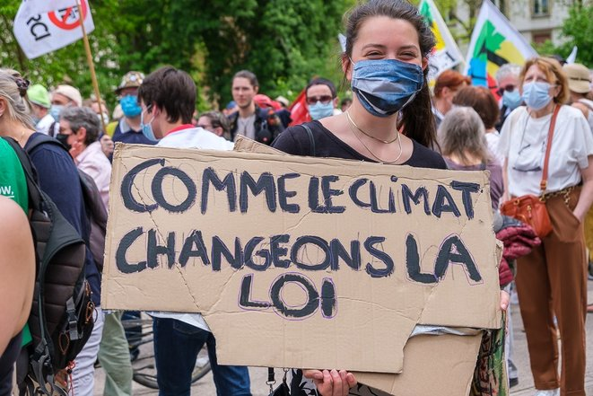 Le 9 mai 2021, un millier de manifestants ont marché dans les rues de Strasbourg pour dénoncer la pseudo Loi Climat © Marc Meinau
