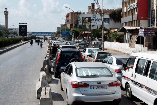 Embouteillage monstre à l'approche des stations-service, à Beyrouth en septembre 2021. © Photo NMA / Mediapart