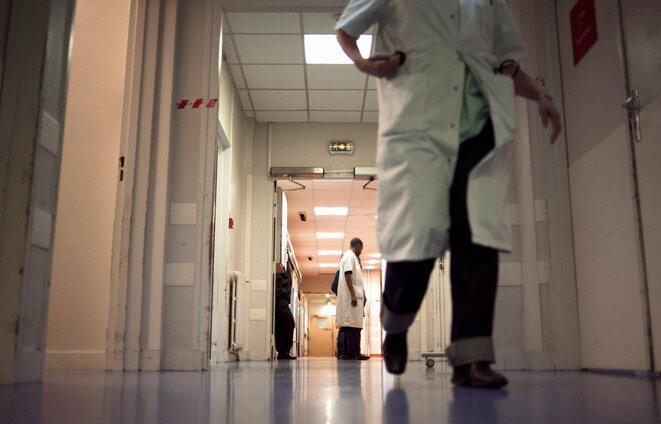 Dans les couloirs de l'hôpital Tenon à Paris © Photo Fred Dufour / AFP